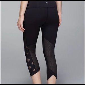Lululemon leggings 7/8 with mesh criss cross